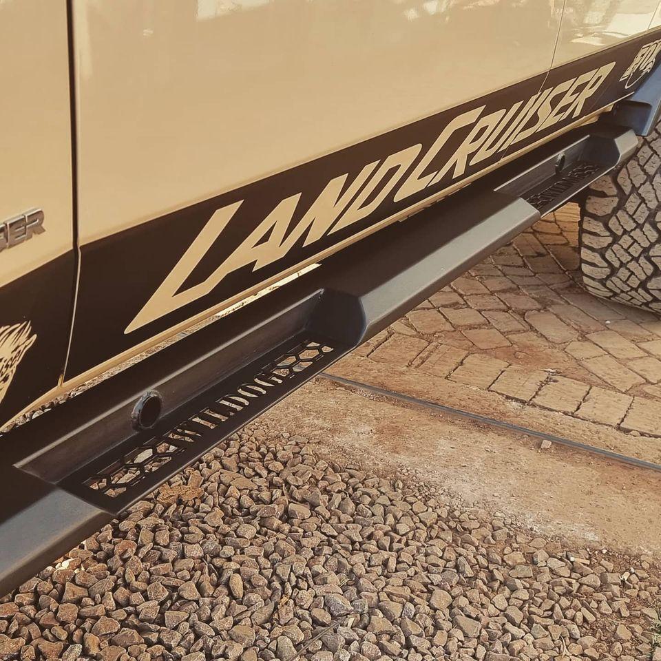 rock-sliders-land-cruiser-double-cab-warrior-