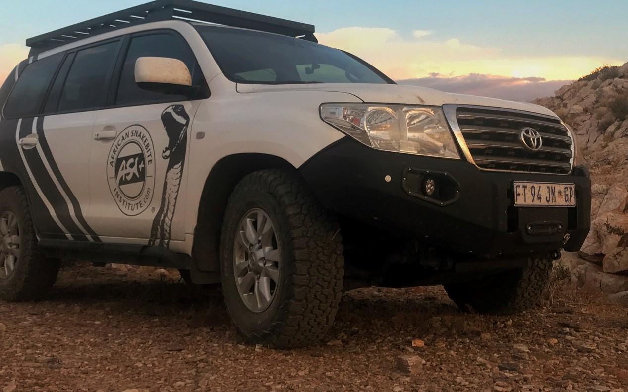 front-replacement-bumper-lc200-vx-pre-black-