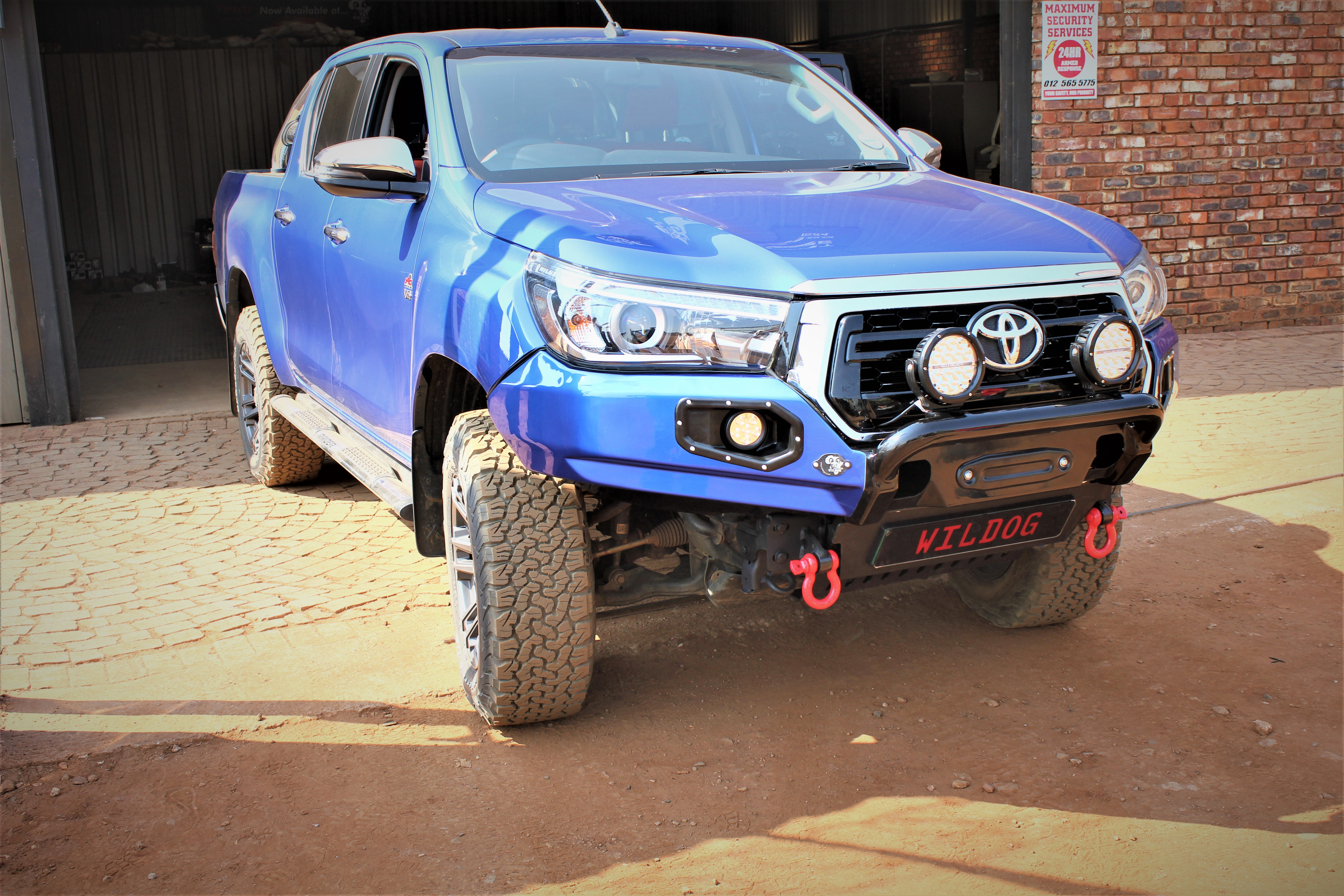 front-replacement-bumper-k9-hilux-roccodakar-color-matched-with-nudge