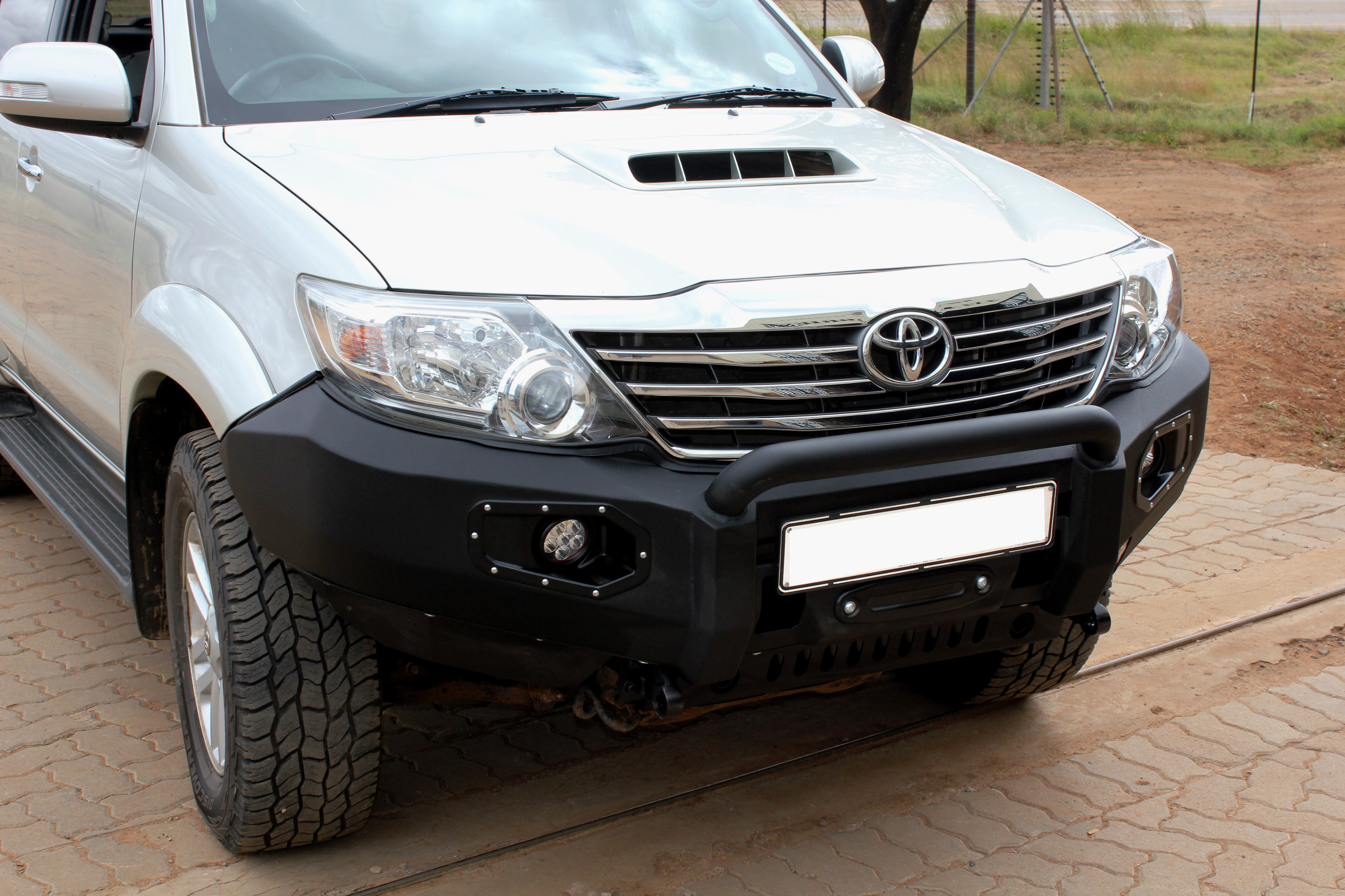 front-replacement-bumper-k9-fortuner-2011-2015-black-with-nudge